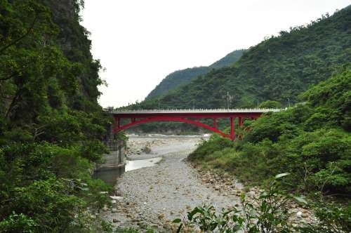 A boring bridge pic in Taroko Gorge