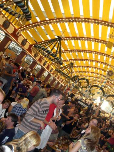 A view into the Löwenbräu tent when it's jumpin'...