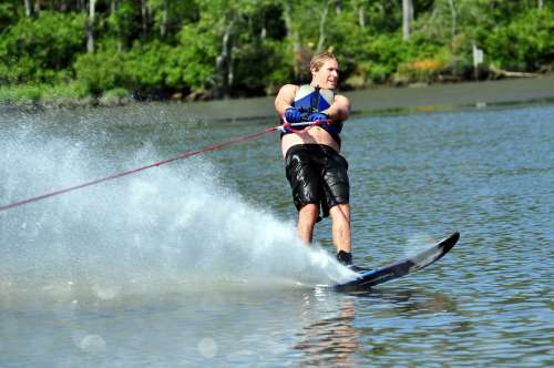 Pulling hard on the slalom ski