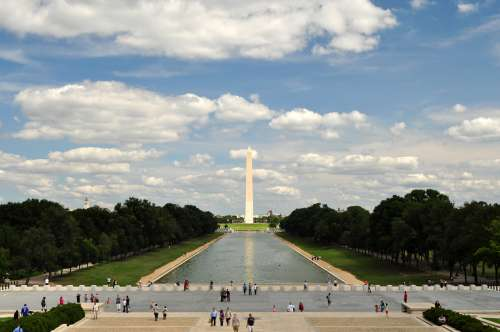 The Washington Monument as seen from the Lincoln Memorial steps