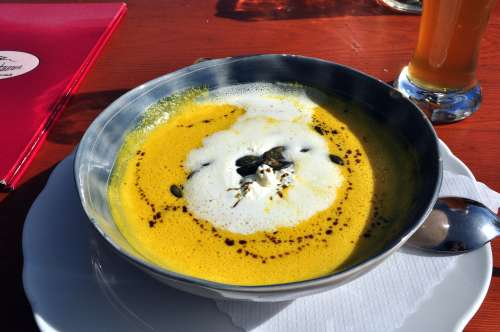 Kurbiscremesuppe - pumpkin cream soup with tasty pumpkin seeds and pumpkin oil!