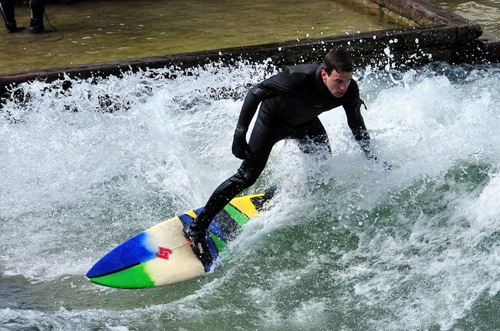 Eisbach Surfing in Munich