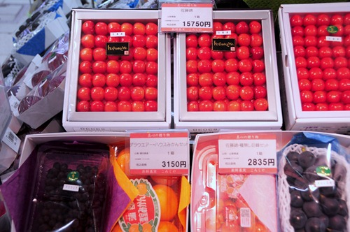Box of cherries costing $175 in Tokyo, meant as a gift