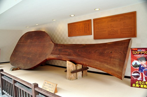Largest wooden rice scoop in the world