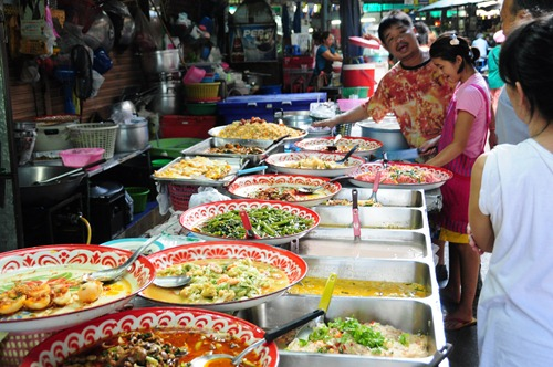 Lunch in a farmers' market in Bangkok