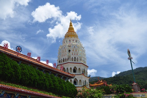 Ban Po Thar - Ten Thousand Buddhas Tower