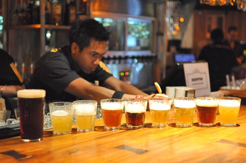 Lots of beers in the Pump Room sampler!