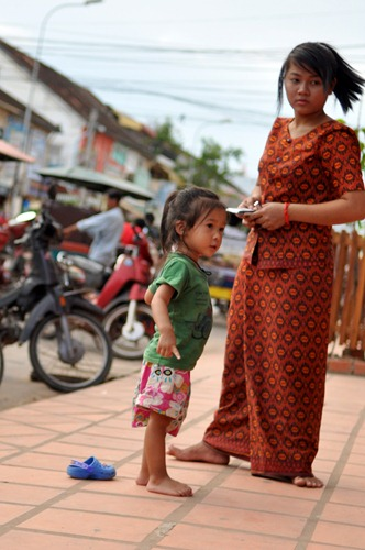 Mother and daughter with cell phone in Siem Reap