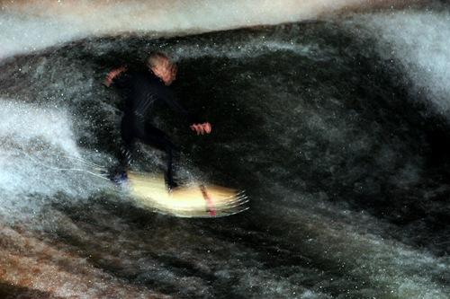 Eisbach Surfing - Strobe Effect